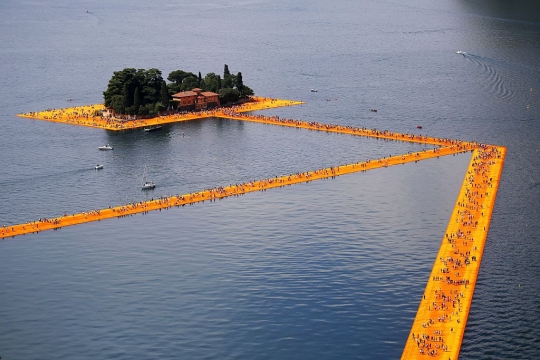 Christo – Over water lopen